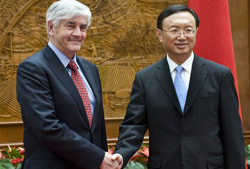 Canada's Foreign Minister Lawrence Cannon, left, shakes hands with Chinese counterpart Yang Jiechi upon arrival for a bilateral meeting at the Foreign Minister office in Beijing, China, Monday, May 11, 2009. (AP Photo/Andy Wong)
