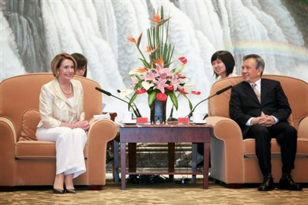 Rep. Nancy Pelosi, speaker of the House of Representatives, left, meets with Liu Yungeng, chairman of Shanghai's Municipal People's Congress, right, in Shanghai, China, on Sunday, May 24, 2009. Photo: AP