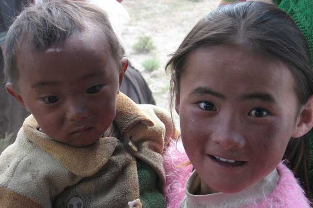 A Tibetan girl and her brother near Lhasa, the capital of Tibet. Photo: TPI