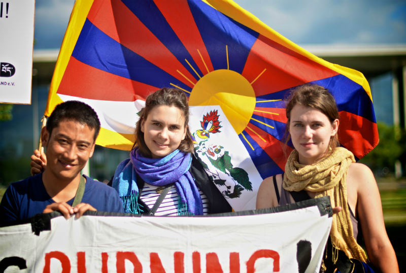 Tibet-Germany-flags-2014