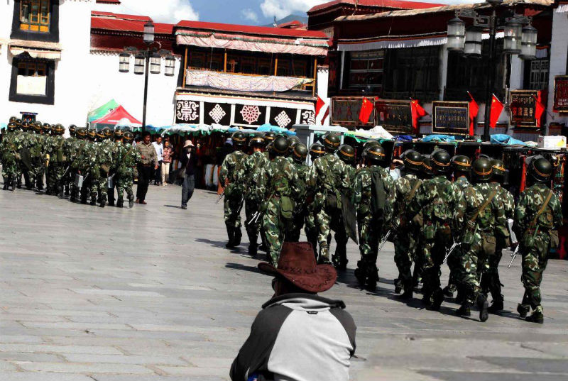 Troops-in-lhasa