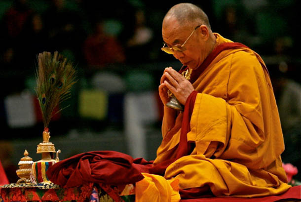 the dalai lama at prayer