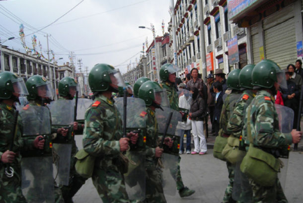 chinese-military2-in-lhasa-tibet-3-14-2008