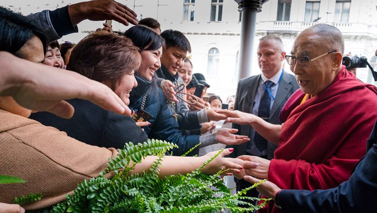 HHDL-arrives in Latvia-2017