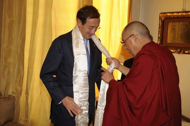 3 his holiness offer khata to president fini