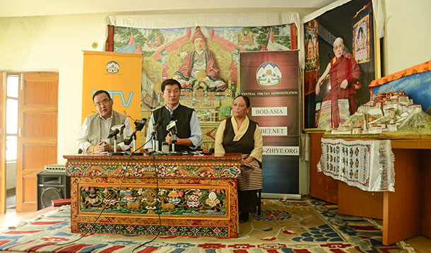 Jamphel Wangdue, Chairman of AP Religion and Cultural Affairs (L), President Dr Lobsang Sangay (C) and Tsewang Dolma Shosur, Home Additional Secretary during the press briefing at Kashag hall, Dharamshala, India, July 31, 2018. Photo: TPI/Yangchen Dolma