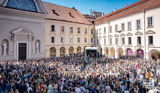 A view of the crowd listening to His Holiness the Dalai Lama at the main square of the University of Vilnius in Vilnius, Lithuania on June 13, 2018. Photo by Tenzin Choejor