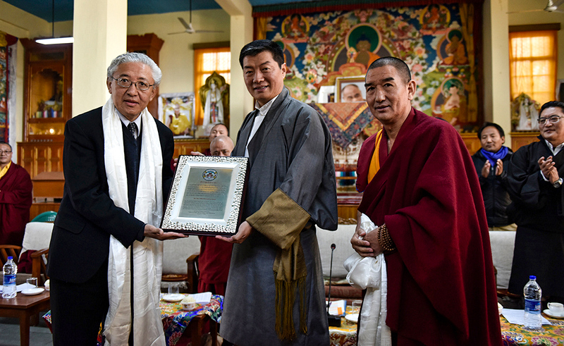 President Dr Lobsang Sangay presenting the Three Wheel Recognition Award to Dr Tenzin Dorjee, Chair of the USCIRF organised by Institute of Buddhist Dialectic and Sarah College for Higher Tibetan Studies in Dharamshala, India, January 12, 2019. Photo: Tenzin Jigme/CTA