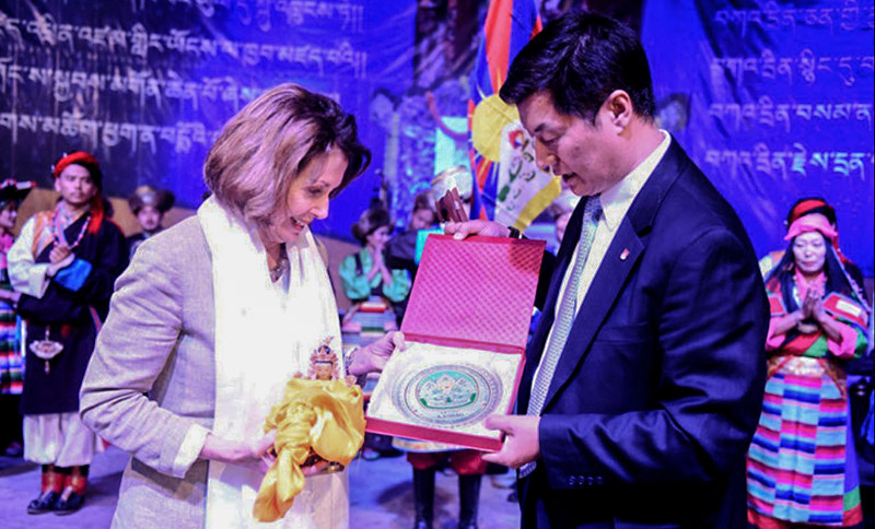 President Dr Lobsang Sangay presenting CTA cabinet's souvenir to US democratic leader Nancy Pelosi at TIPA, Dharamshala, India. Photo: Phendey/DIIR