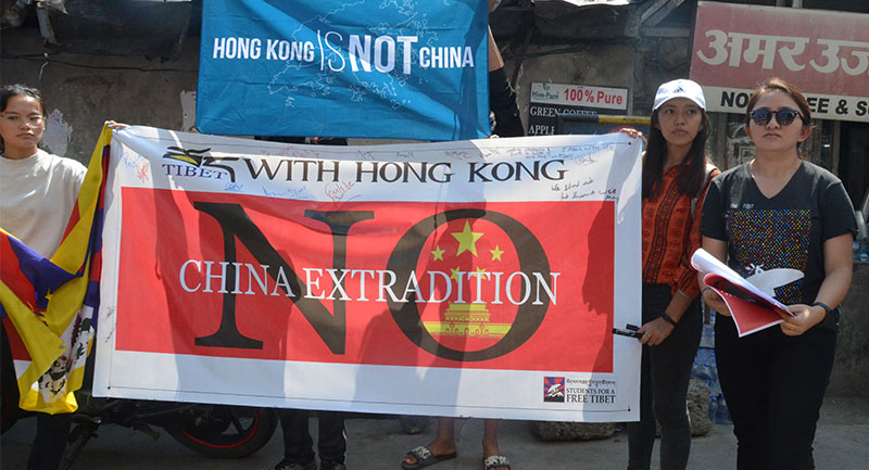 "SFT activists are seen holding a banner saying ""Tibet with Hong Kong,"" and ""No China Extradition"", in Dharamshala, India, on June 21, 2019. Photo: TPI/Shivam Chhaparia"