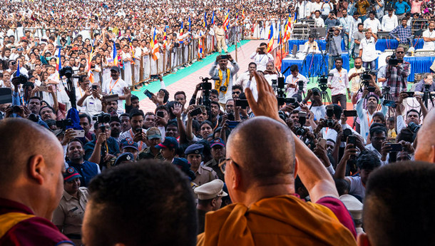 His Holiness waving to the crowd at PES College of Physical Education in Aurangabad, Maharashtra, India on November 24, 2019. Photo by Tenzin Choejor