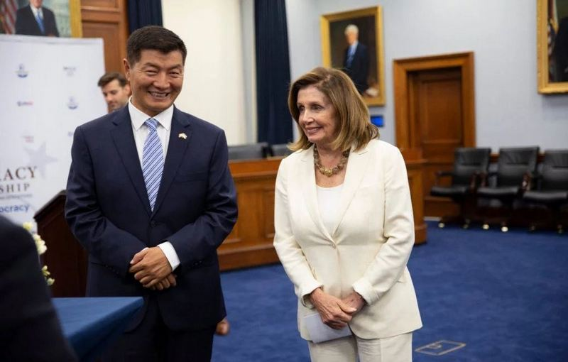 President Dr Lobsang Sangay with Speaker Nancy Pelosi, a staunch supporter of Tibet at the event.  Photo: OOT