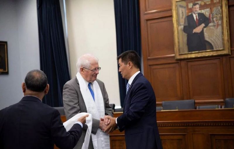 President thanking HDP Chair Congressman Price and his Party for long-standing support for Tibet. Photo: OOT