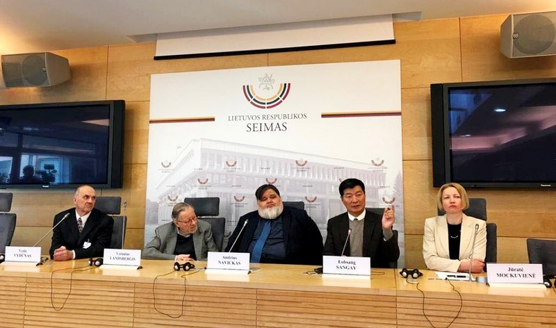President of the Tibetan Government in-Exile, Dr Lobsang Sangay addresing the press conference organized by Andrius Navickas in the Seimas, Parliament of Lithuania, on May 7, 2019. Photo: TPI