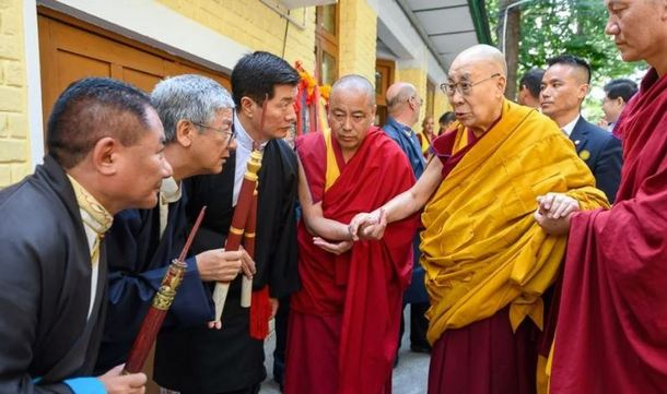President Dr Lobsang Sangay, Tibetan Supreme Justice Commissioner and Speaker of Tibetan Parliament-in-Exile greet HIs Holiness the Dalai Lama as he arrives for the Tenshug ceremony. Photo/Tenzin Choejor/OHHDL