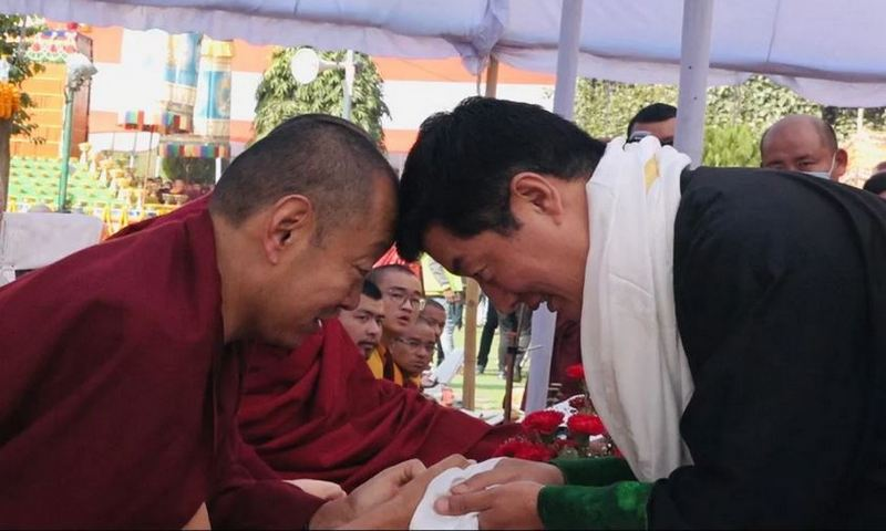 Sikyong greets Minling Khenchen Rinpoche at the Monlam festival.
