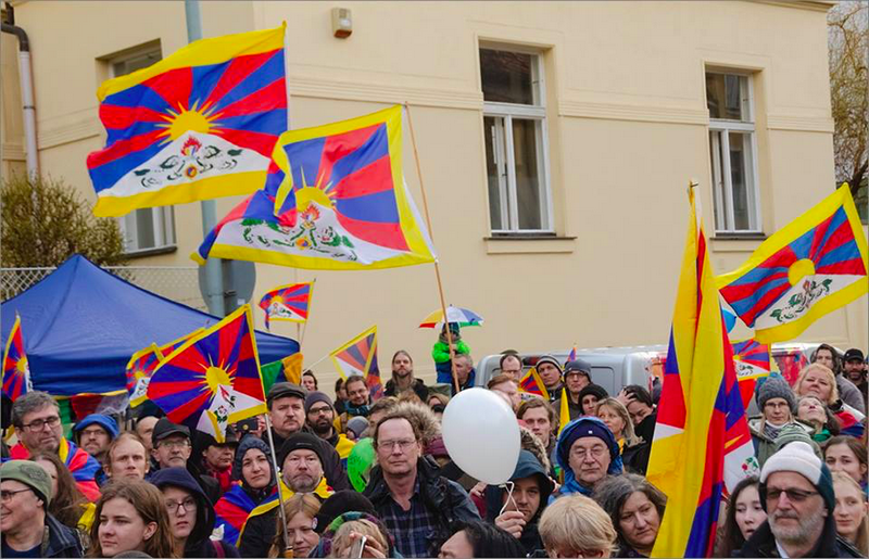 Czech Friends for Tibet raised Tibetan National Flag in front the of Chinese Embassy. Photo: Tibet Bureau Geneva
