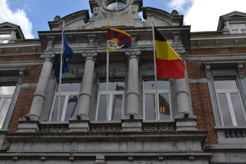Tibetan flag raised at the town hall in Ciney, Belgium. Photo: Office of Tibet, Brussels