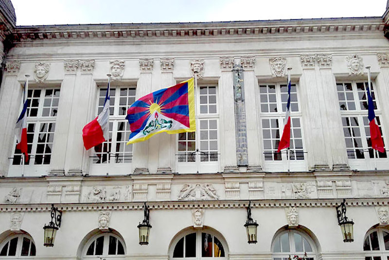 Tibetan flag raised at the town hall of Nantes, France. Photo: Office of Tibet, Brussels