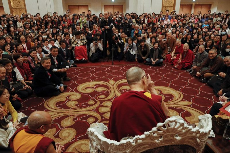 His Holiness the Dalai Lama speaking to a group of Buddhists from Taiwan attending his teachings in Yokohama, Japan on November 16, 2018. Photo by Tenzin Jigme